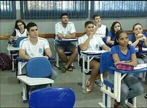 Estudantes reforçam estudos em cursinhos preparatórios para prova do Enem - Estudantes reforçam estudos em cursinhos preparatórios para prova do Enem