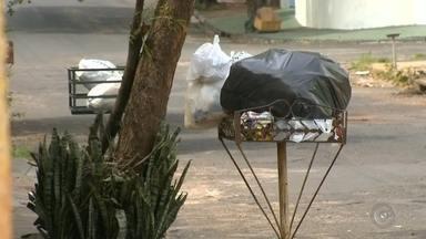Caminhões quebrados afetam coleta de lixo em Bauru - A dor de cabeça dos moradores dos bairros que estão sem a coleta vai continuar, porque os caminhões da Emdurb continuam quebrados.