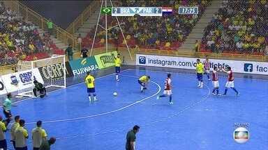 Brasil vacila, e Paraguai vira o Desafio Internacional de Futsal: 3 a 2 - Salas mostra muita rapidez e precisão no chute, e paraguaios voltam a ficar à frente dos brasileiros