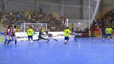 Lino empata para o Brasil pelo Desafio Internacional de Futsal: 3 a 3 - Brasil aperta saída de bola do Paraguai e é recompensado com o gol