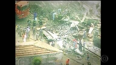 Acidente com Fokker 100 da TAM completa 20 anos - O avião com destino ao Rio de Janeiro levantou voo em Congonhas e, em menos de 30 segundos, caiu no meio da rua e provocou a morte de 99 pessoas. O acidente foi considerado na época o maior da história da aviação brasileira dentro de um centro urbano.