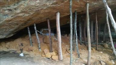 Defesa Civil suspeita que fogos tenham abalado gruta que desabou em TO - Defesa Civil suspeita que fogos de artifício tenham abalado a estrutura da gruta. Dez pessoas morreram e duas ficaram gravemente feridas no acidente.