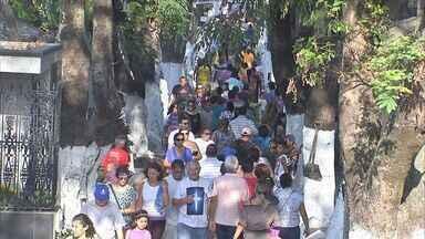 Cemitérios recebem homenagens em Fortaleza no Dia de Finados - Cemitérios recebem homenagens em Fortaleza no Dia de Finados