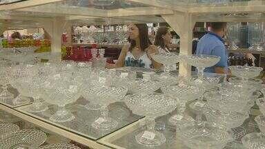 Comércio em Pedreira prevê alta de 20% nas vendas de novembro - Projeção é da associação que representa os lojistas; aumento do movimento está ligado aos clientes que compram produtos para revender na época do Natal.