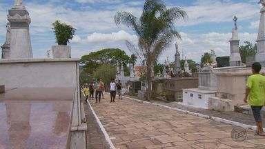 Feriado do Dia de Finados movimenta os cemitérios do Sul de Minas, nesta quarta-feira (2) - Feriado do Dia de Finados movimenta os cemitérios do Sul de Minas, nesta quarta-feira (2)