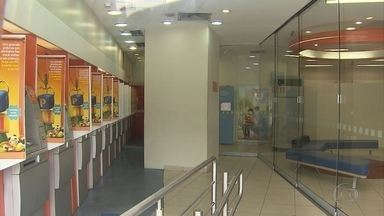 Polícia prende homem que tentava roubar uma agência bancária no centro de Belo Horizonte - De acordo com a PM, um homem entrou na área dos caixas eletrônicos e forçou o vidro.