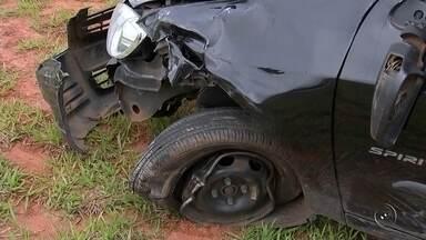 Motociclista fica gravemente ferido após batida em rodovia de Araçatuba - Um acidente na tarde desta quarta-feira (2) deixou um motociclista gravemente ferido na rodovia Elyeser Montenegro Magalhães, próximo a Araçatuba (SP). A batida envolveu a moto da vítima e um carro.