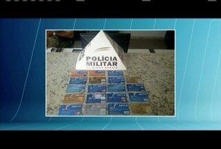 Homens são presos em Governador Valadares com cartões furtados - Durante abordagem policial foram encontrados cartões diversos.