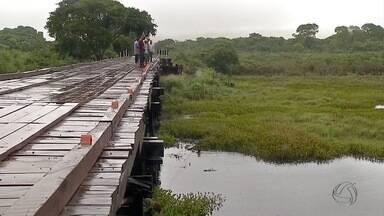 Acidente de trânsito na região do Pantanal de MS deixa duas pessoas mortas - Acidente aconteceu na MS-228 na estrada parque. Carro caiu na vazante do rio Paraguai. Três ocupantes estavam no veículo. Apenas um conseguiu se salvar.