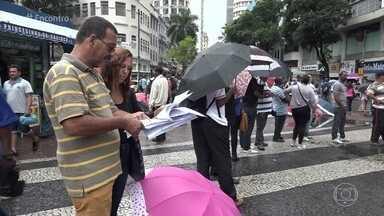 40% da população economicamente ativa do Brasil está endividada - Repórter André Curvello visitou feirão de renegociação de dívida