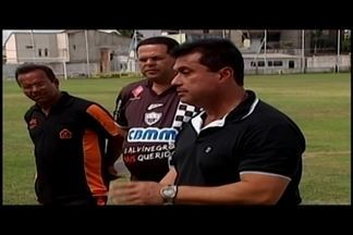 Araxá apresenta técnico China e inicia planejamento para Módulo II de 2017 - Treinador desembarca na cidade e comanda treinos com elenco do Araxá Jr. para observar jogadores que serão aproveitados no profissional