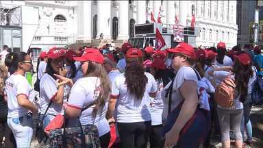 Dia de protestos em Curitiba - Trabalhadores protestam contra a PEC-241, que prevê limitar os gastos públicos por 20 anos.