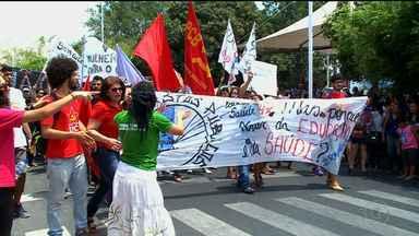 Em Petrolina, integrantes de movimentos sociais e servidores públicos foram às ruas - Em todo país, o dia foi de mobilização pela não aprovação da PEC 54, antiga PEC 241.