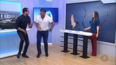 Fernando Rocha ensina o Diego Hurtado a dançar o 'tremelique' - Apresentador Fernando Rocha, do Bem Estar, é desafiado e ensina o Diego Hurtado a dançar o 'tremelique'.