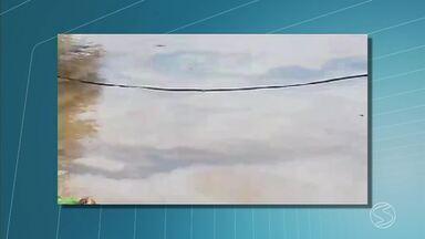 Inea faz nova vistoria para verificar mancha no Rio Paraíba do Sul, em Volta Redonda - Problema foi percebido na tarde de quarta-feira (9) por moradores do Volta Grande 3.
