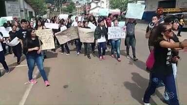 Estudantes protestam contra PEC 241 - Foi no centro de Castro, nesta manhã.