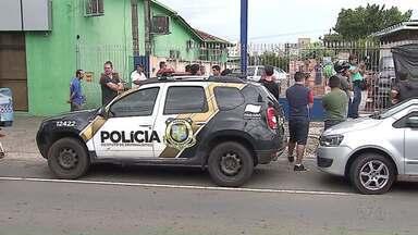 Homem morre com tiro em assalto em Ponta Grossa - Foi durante a tarde, no bairro Nova Rússia.
