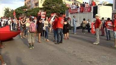 Servidores da Educação e Saúde fazem protesto em Goiânia - Eles reclamam da PEC 241.