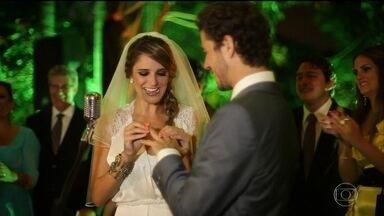 Serginho mostra vídeo do casamento de Rafa Brites e Felipe Andreoli - Repórter se emociona ao rever as imagens