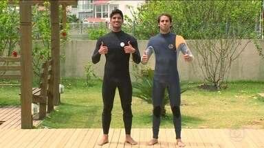 Felipe Nasr surfa com Gabriel Medina antes do GP do Brasil - O piloto foi até Florianópolis encontrar o surfista.