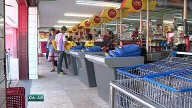 Abertura de supermercados aos domingos divide opiniões entre trabalhadores e clientes - Supermercados vão poder abrir aos domingos a partir do mês que vem.