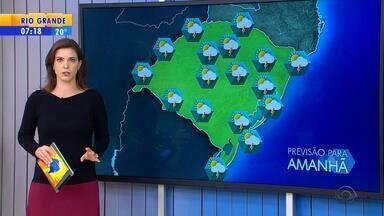 Tempo: RS tem possibilidade de chuva nesta terça-feira (15) - Chuva fraca pode ocorrer em todas as regiões.