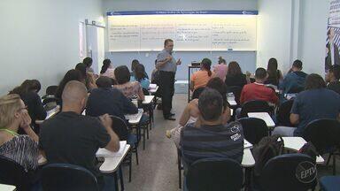 Professor dá dicas para quem garantir aprovação em concursos públicos - Em busca de estabilidade, profissionais escolhem estudar para conseguir vagas muito disputadas.