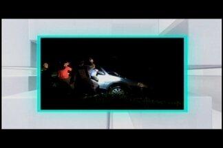 Carro cai no Lago do Barreiro em Araxá e jovem morre no local - Bombeiros gastaram 4h para remover corpo da vítima do veículo.Lago fica próximo a uma pista de caminhada no complexo.