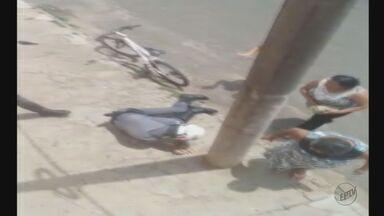 Policial é agredido durante abordagem no bairro Santa Felícia, em São Carlos - Militar foi levado para a Santa Casa e suspeito foi preso.
