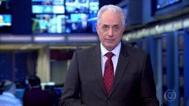 Lula e família entram no TRF em Porto Alegre com pedido de prisão de Sérgio Moro - O ex-presidente Lula e a família dele entraram no Tribunal Regional Federal em Porto Alegre com pedido de prisão do juiz Sérgio Moro por abuso de autoridade.