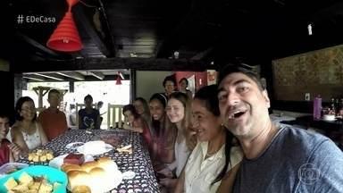 Zeca Camargo experimenta o típico café da manhã da roça - Telespectadora Rosângela escreveu para o programa e convidou o apresentador para conhecer as comidas típicas do distrito de Burarama, no interior do Espírito Santo
