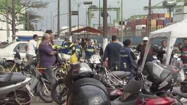 Portuários de Santos enfrentam problemas na escala de trabalhadores - Uma pane no sistema eletrônico causou atrasos.