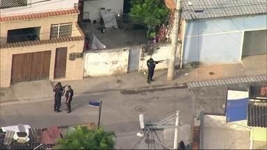 Cidade de Deus tem quatro dia de operação da Polícia Militar - Justiça decretou prisão de 9 traficantes da comunidade.PM também faz incursão na Maré.