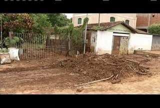Moradores de Aimorés sofrem com estragos causados pela tromba d'água que atingiu a cidade - Mais de 100 pessoas estão desalojadas.