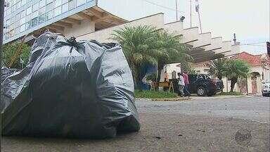 Coleta de lixo precária incomoda moradores de Passos (MG) - Coleta de lixo precária incomoda moradores de Passos (MG)