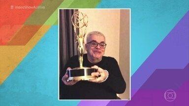Walcyr Carrasco mostra o Emmy de 'Verdades Secretas' - Autor da novela que conquistou o prêmio internacional manda recado para os fãs