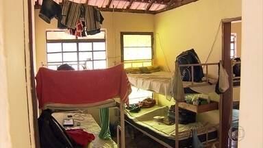 Ministério do Trabalho encontra 19 trabalhadores em situação degradante em Juatuba - Segundo fiscais, alojamento era precário, e normas trabalhistas estavam sendo desrespeitadas.