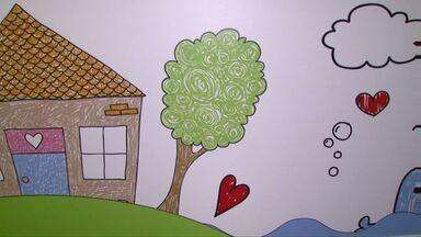 """Livro com histórias contatas por crianças da Uopeccan é lançado em Cascavel - Livro se chama """"Anjos do Bem""""."""