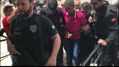 Transferidos para João Pessoa acusados de matar Vivianny - Os dois acusados foram presos no Rio de Janeiro.