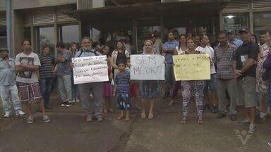 Moradores da Barra do Una fazem protesto em Peruíbe após promessa da prefeitura - Manifestantes invadiram o gabinete da prefeita durante a ação.