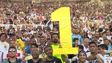 Com Maracanã cheio, Vasco sofre, mas vira sobre o Ceará e garante volta à Série A em 2017 - Thales e Oeste salvam equipe cruzmaltina que consegue vaga na 1ª divisão ano que vem