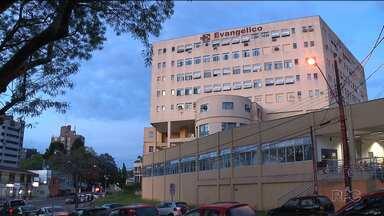 Consultas e exames não vão mais ser realizadas no Hospital Evangélico, em Curitiba - O hospital vive uma crise financeira. Desde a semana passada, o hospital não está marcando novas cirurgias e até o final do ano outros serviços podem ser suspensos.