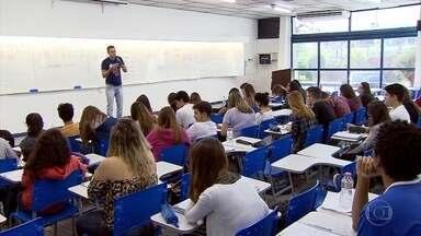 Mais de 72 mil candidatos vão fazer as provas do Enem neste sábado e domingo - Exame foi adiado para parte dos estudantes, por causa das ocupações de algumas escolas de Belo Horizonte.