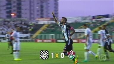 São Paulo e Figueirense vencem na penúltima rodada do Brasileirão - São Paulo venceu o Atlético-MG por 2 a 1 e o Fluminense perdeu para o Figueirense por 1 a 0.