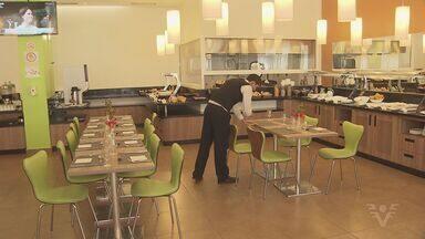 Rede hoteleira irá contratar mão de obra temporária para atender aumento de hóspedes - Muitos turistas passam as férias na região durante a temporada de verão.