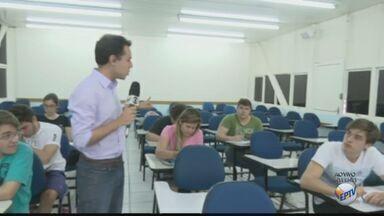 Professor e estudantes de São Carlos comentam as dificuldades na prova da Fuvest - Gabarito da prova saiu na noite de domingo (27) e lista com classificados para a segunda fase sai no dia 19 de dezembro.