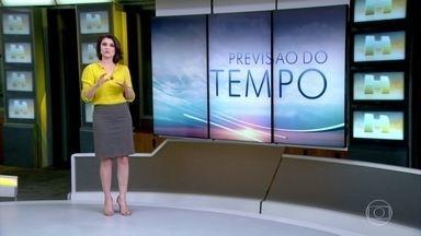 Previsão é de calor no Sul e Centro-Oeste do país - Várias capitais pelo país registraram calor no final de novembro. Em Porto Alegre, a máxima para esta segunda-feira é de 27 graus. Em Palmas, a máxima prevista é de 37 graus. Veja a previsão do tempo para todo o país.