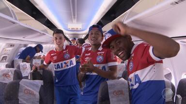 Equipe e torcida do Bahia comemoram o acesso à primeira divisão do Campeonato Brasileiro - Veja como foi a chegada da comissão em Salvador após o jogo contra o Atlético-GO, a festa da torcida nas ruas da cidade e o agradecimento ao Senhor do Bonfim.