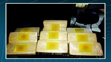 Quatro são detidos com 10kg de pasta base de cocaína em Cabo Frio - Eles foram abordados ao descer de ônibus no Jardim Esperança.