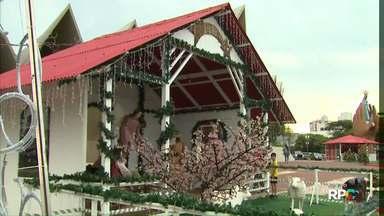 Chegada do Papai Noel já tem nova data - A festa natalina estava programada para começar neste domingo, mas foi adiada por causa da chuva.